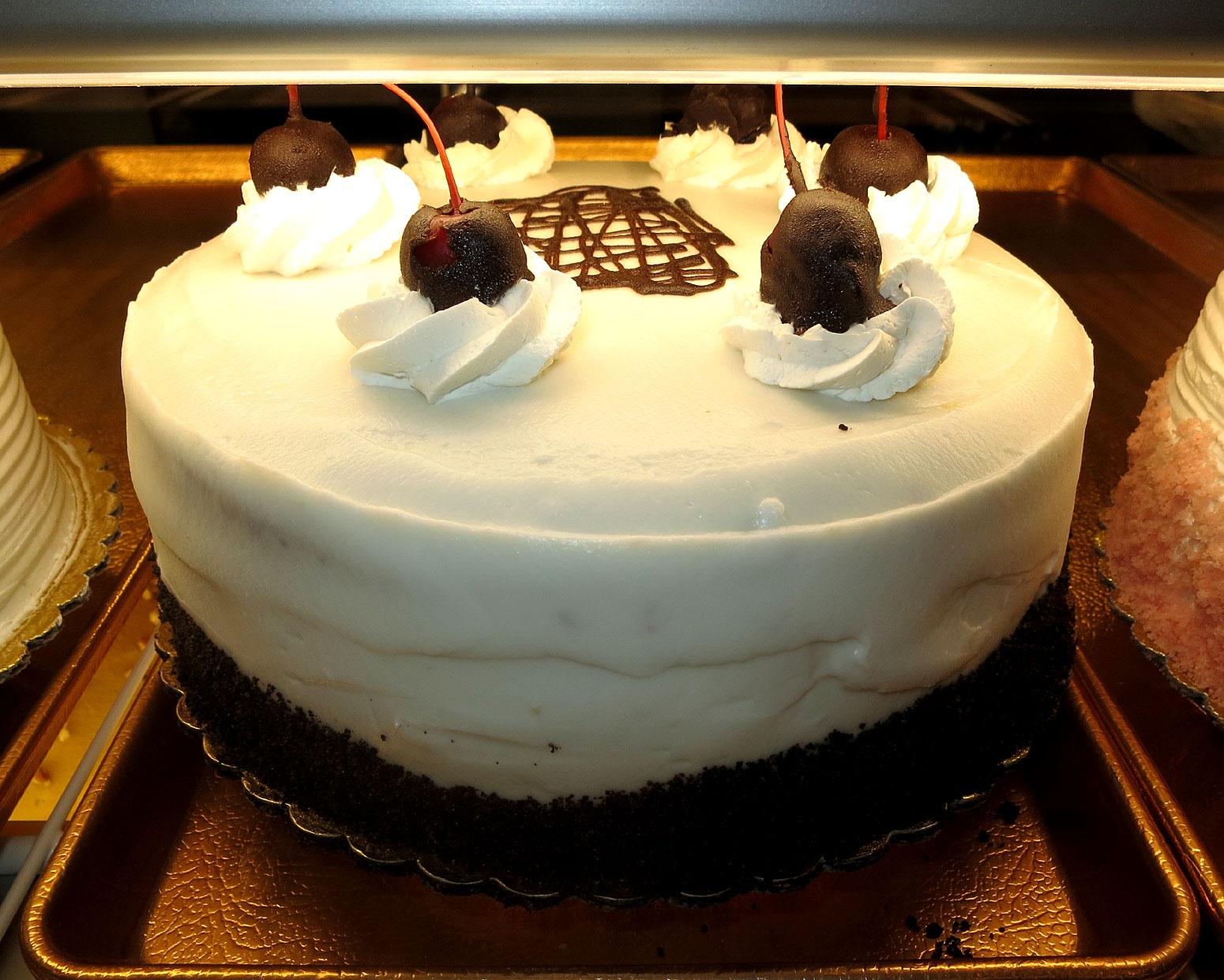 Liliha Bakery Decorated Cakes